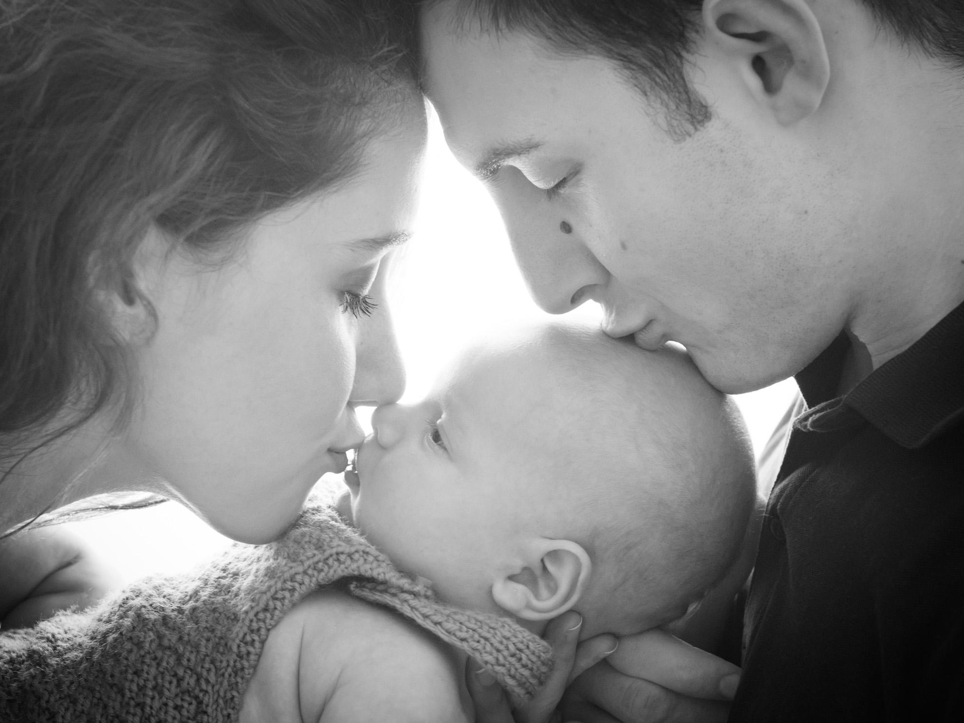 Hamilton-newborn-photographer-family-photo.jpg