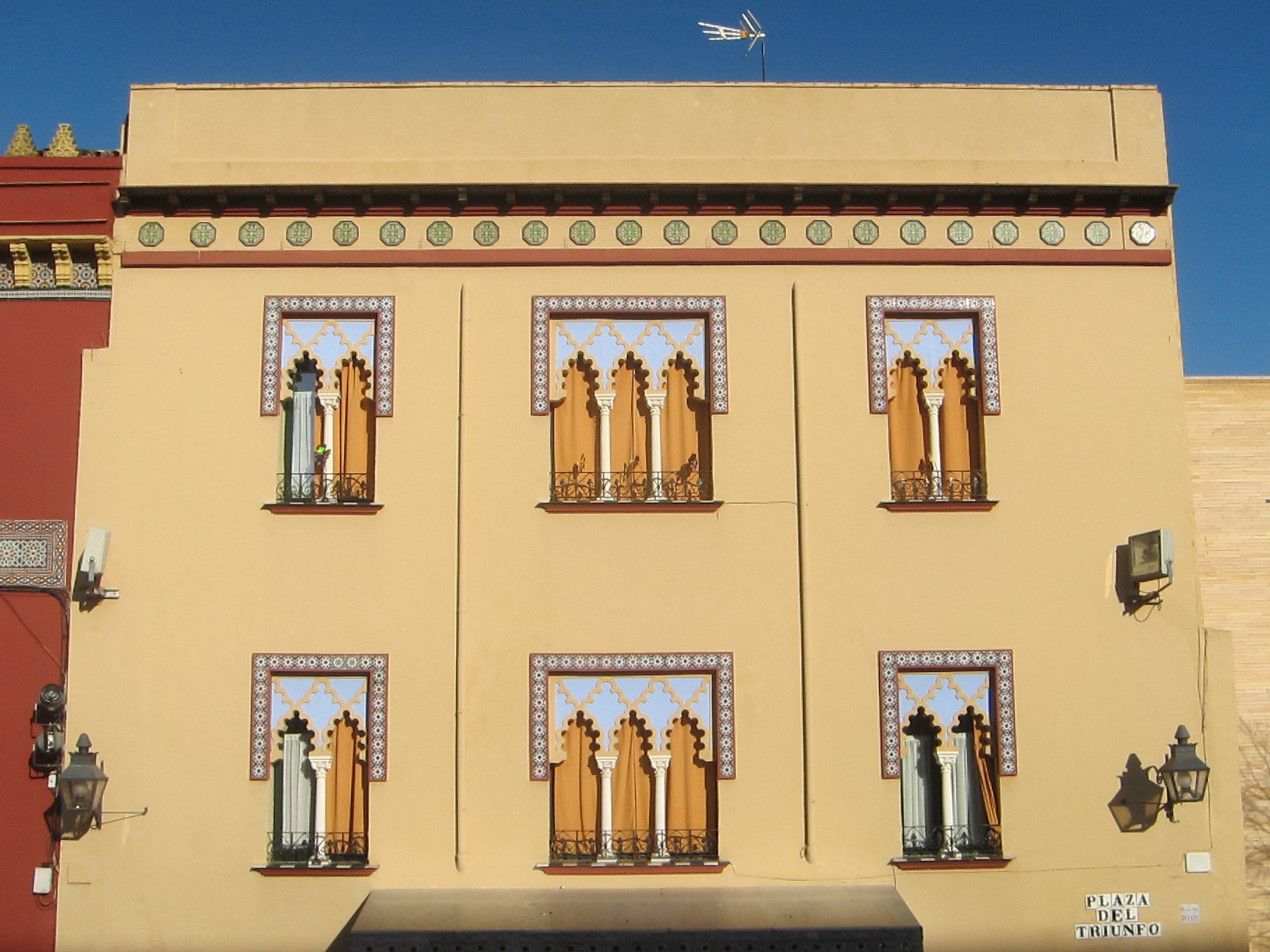 Architecture in Plaza del Triunfo