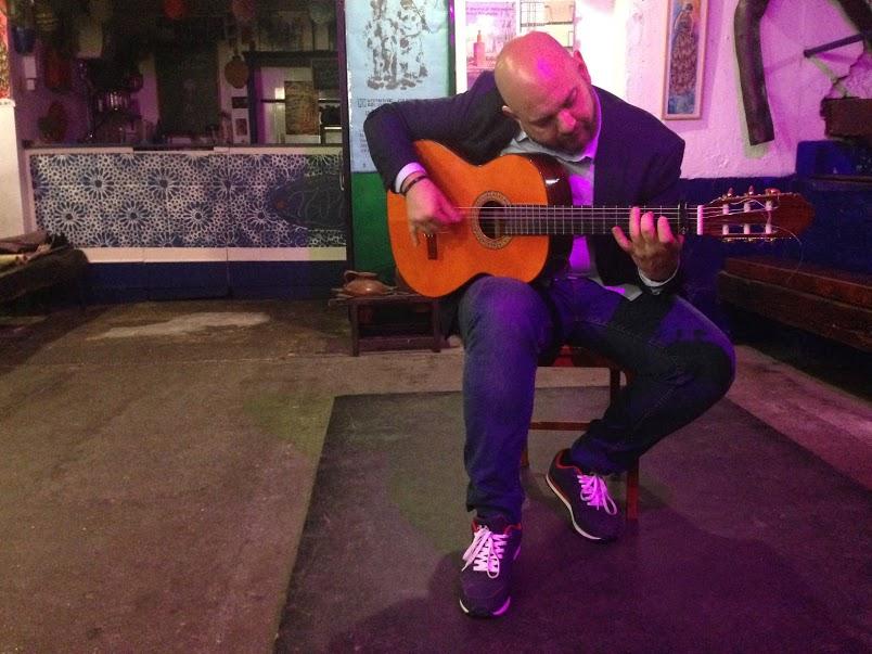 Flamenco guitar performance at Carbonería
