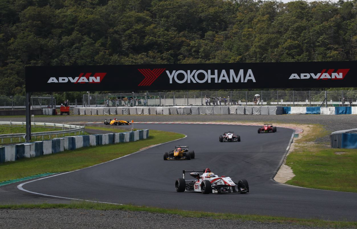 Formel 3 auf YOKOHAMA Motorsportreifen