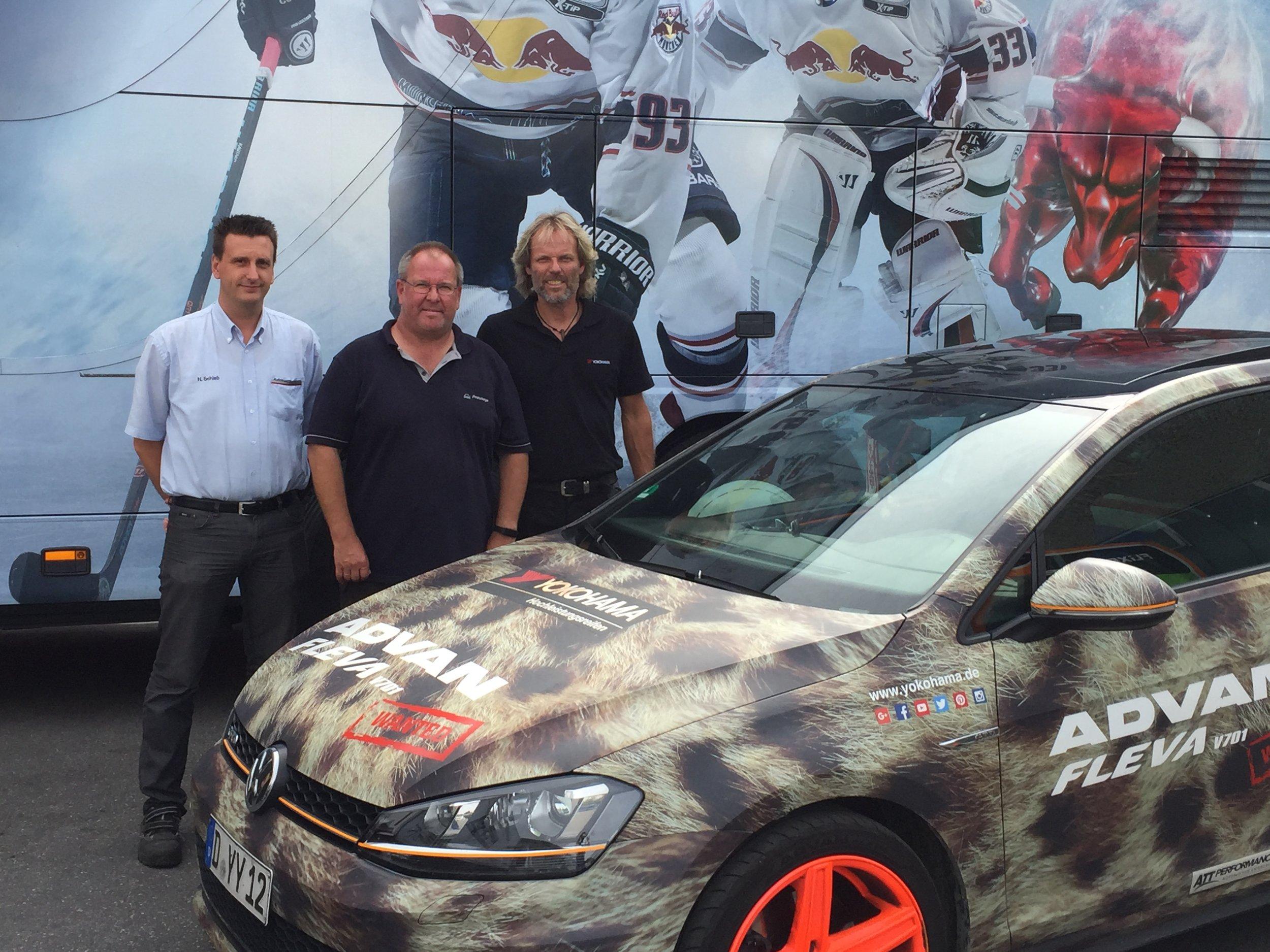 von links: Herr Schieb (Autobus Oberbayern), Herr Tiller (Pneuhage München), Michael Arndt(YOKOHAMA LKW Sales Manager Deutschland)