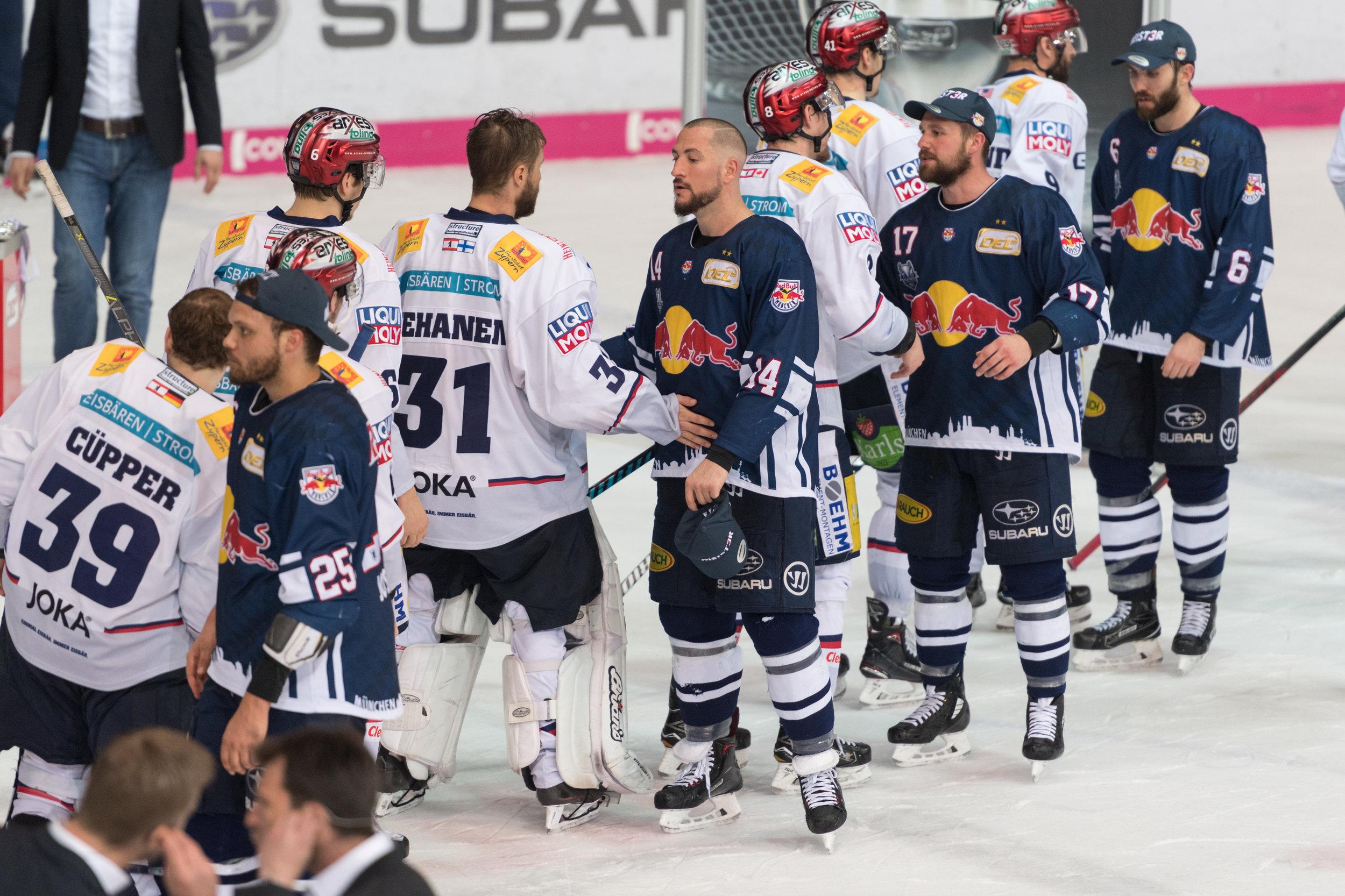 Eishockey Eisbären Berlin und EHC Red Bull München