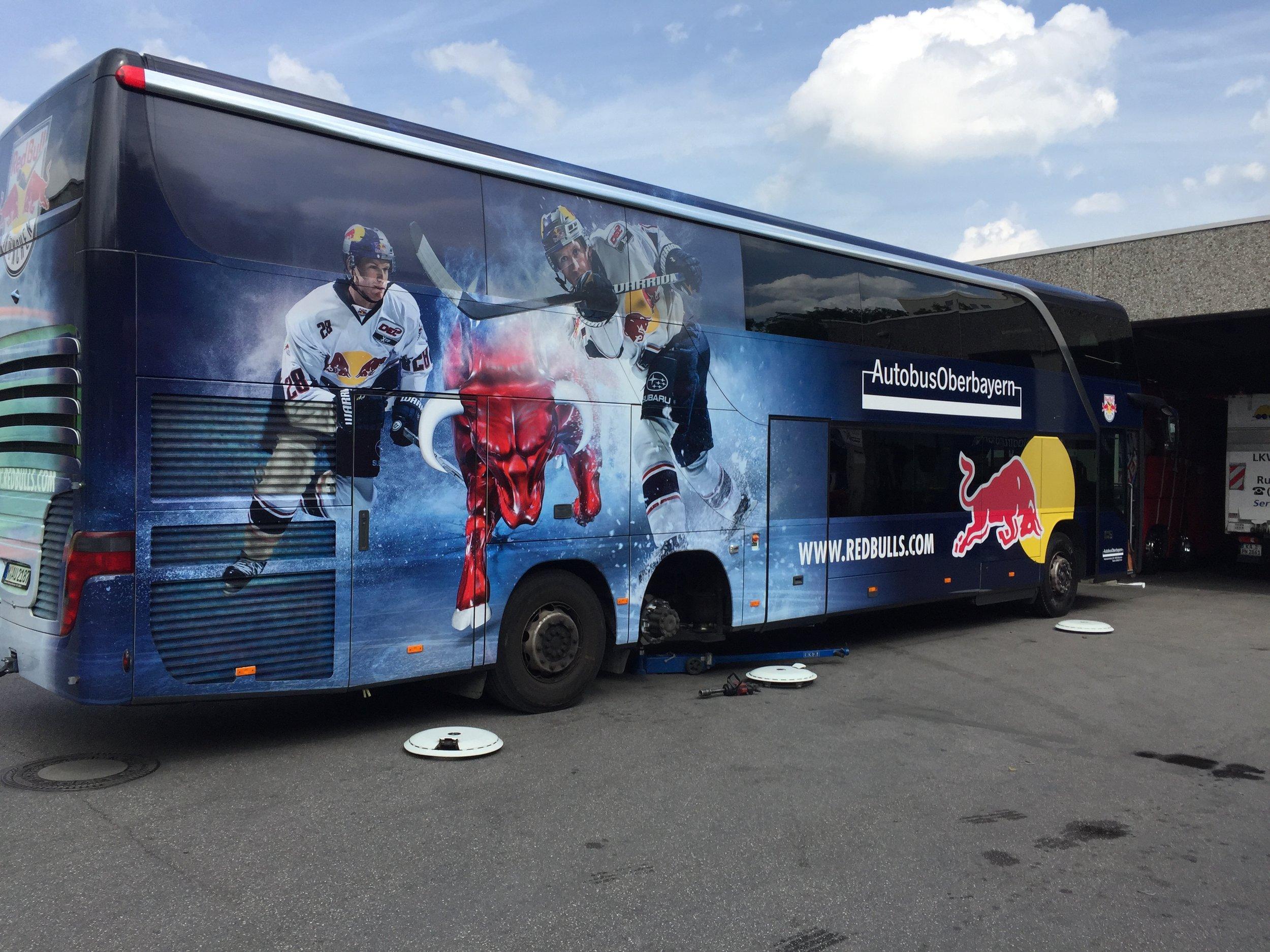 EHC Red Bull München Mannschaftsbus Autobus Oberbayern