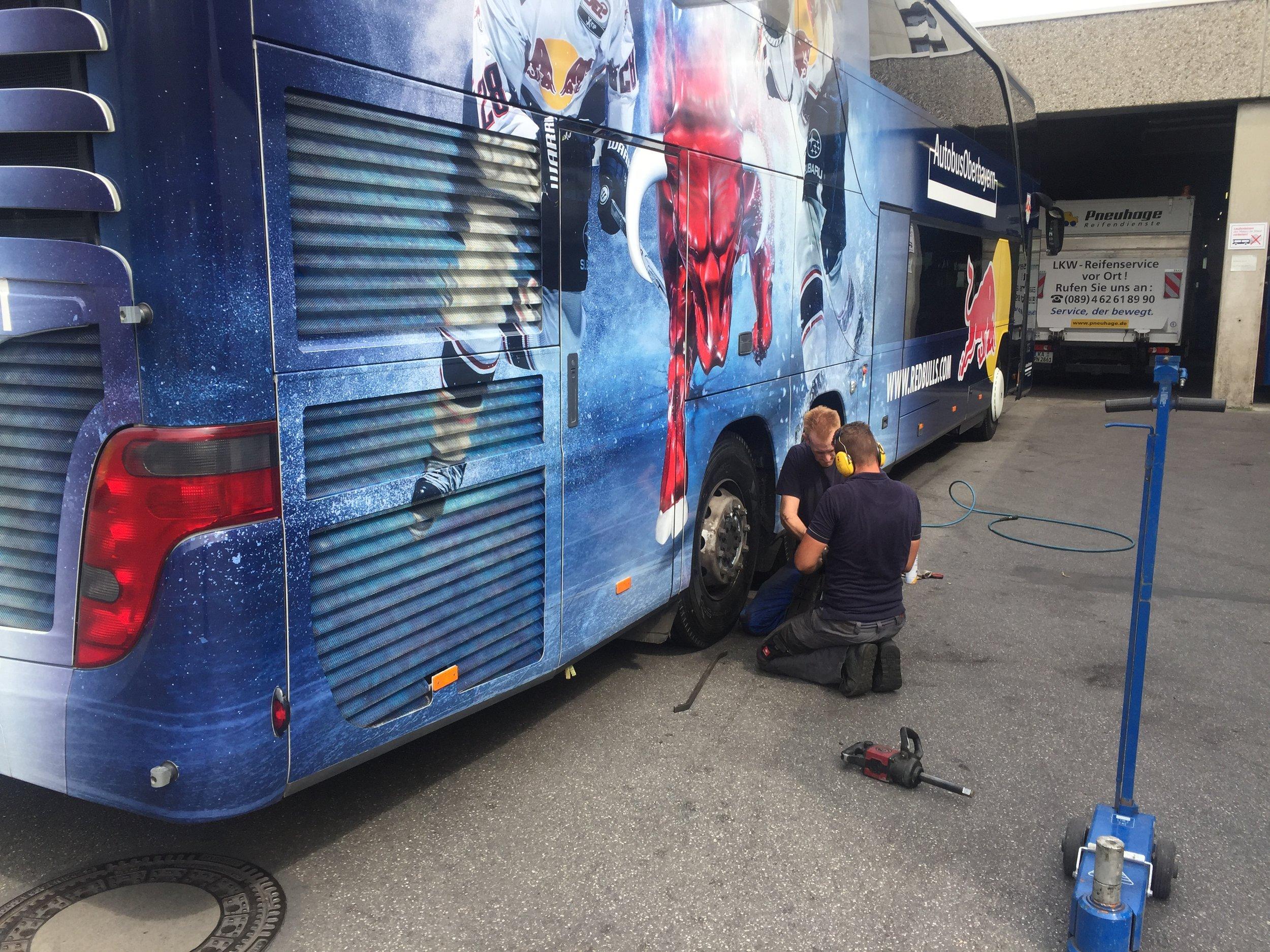 Red Bull München Mannschaftsbus auf YOKOHAMA Busreifen