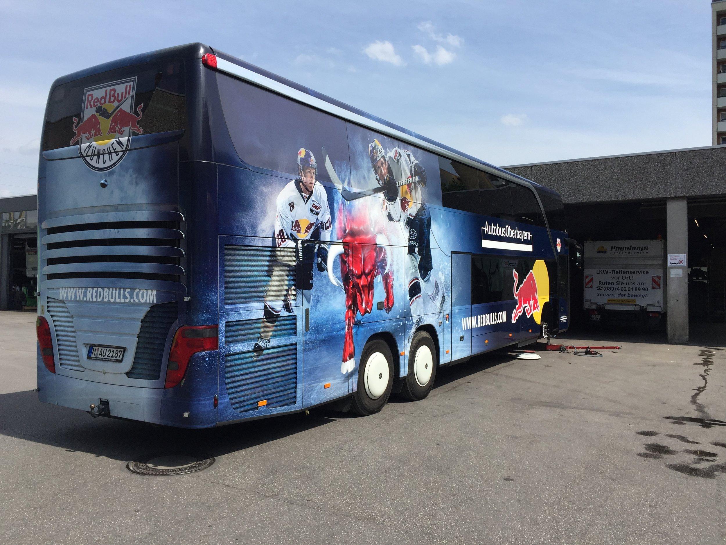 EHC Red Bull München Bus auf YOKOHAMA Busreifen