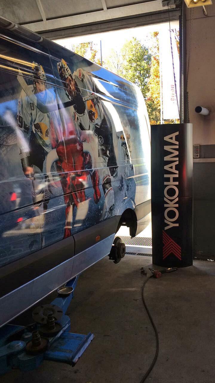 YOKOHAMA Umrüstung Begleitfahrzeug