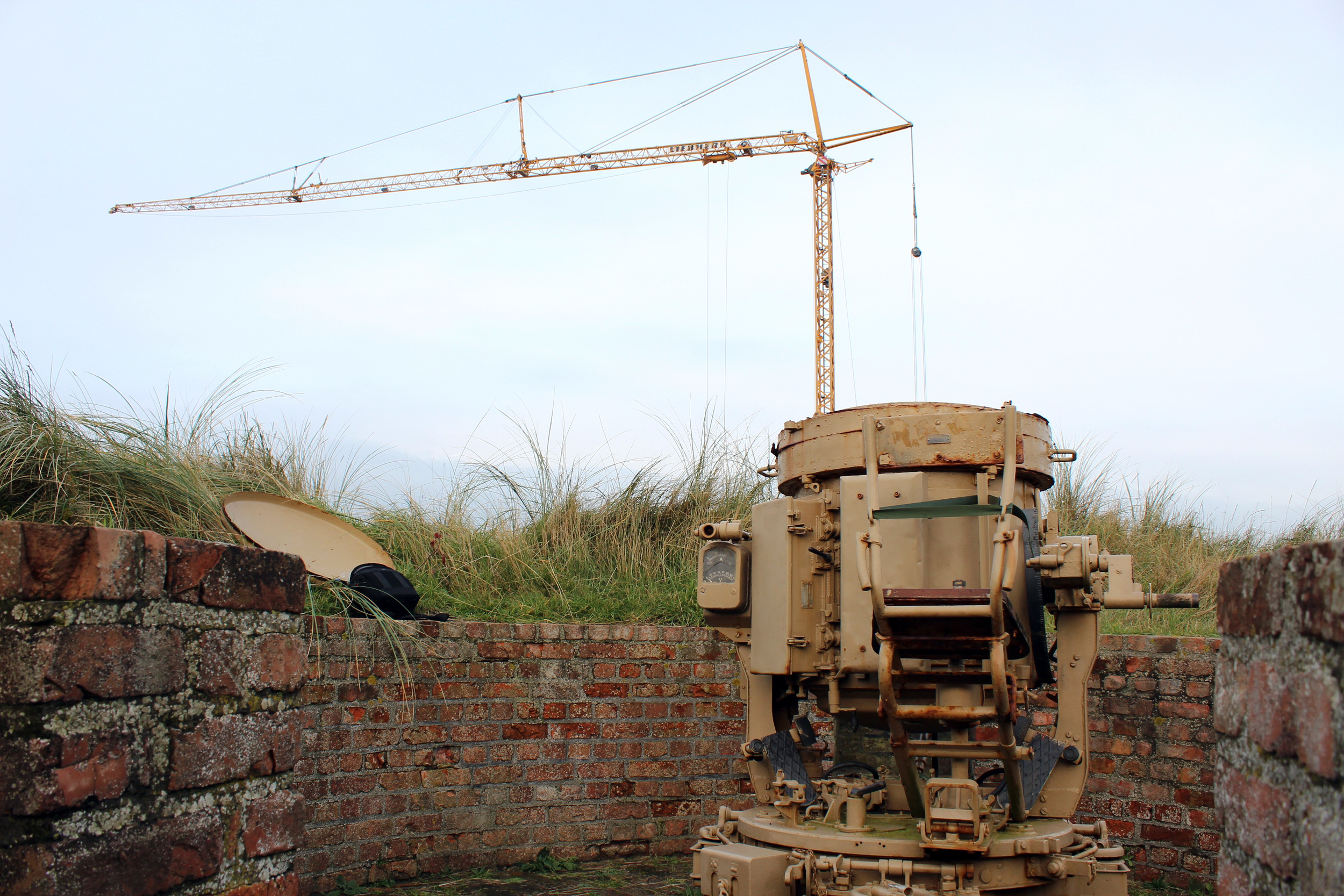 recovery of the searchlight from the dunes by crane