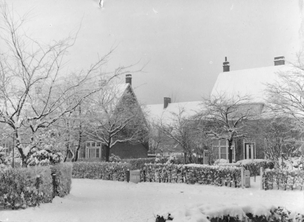 Boek KPvdMandele P12 Foto 2a Sneeuw Maarland hoek Klaphek 1938 kl.jpg