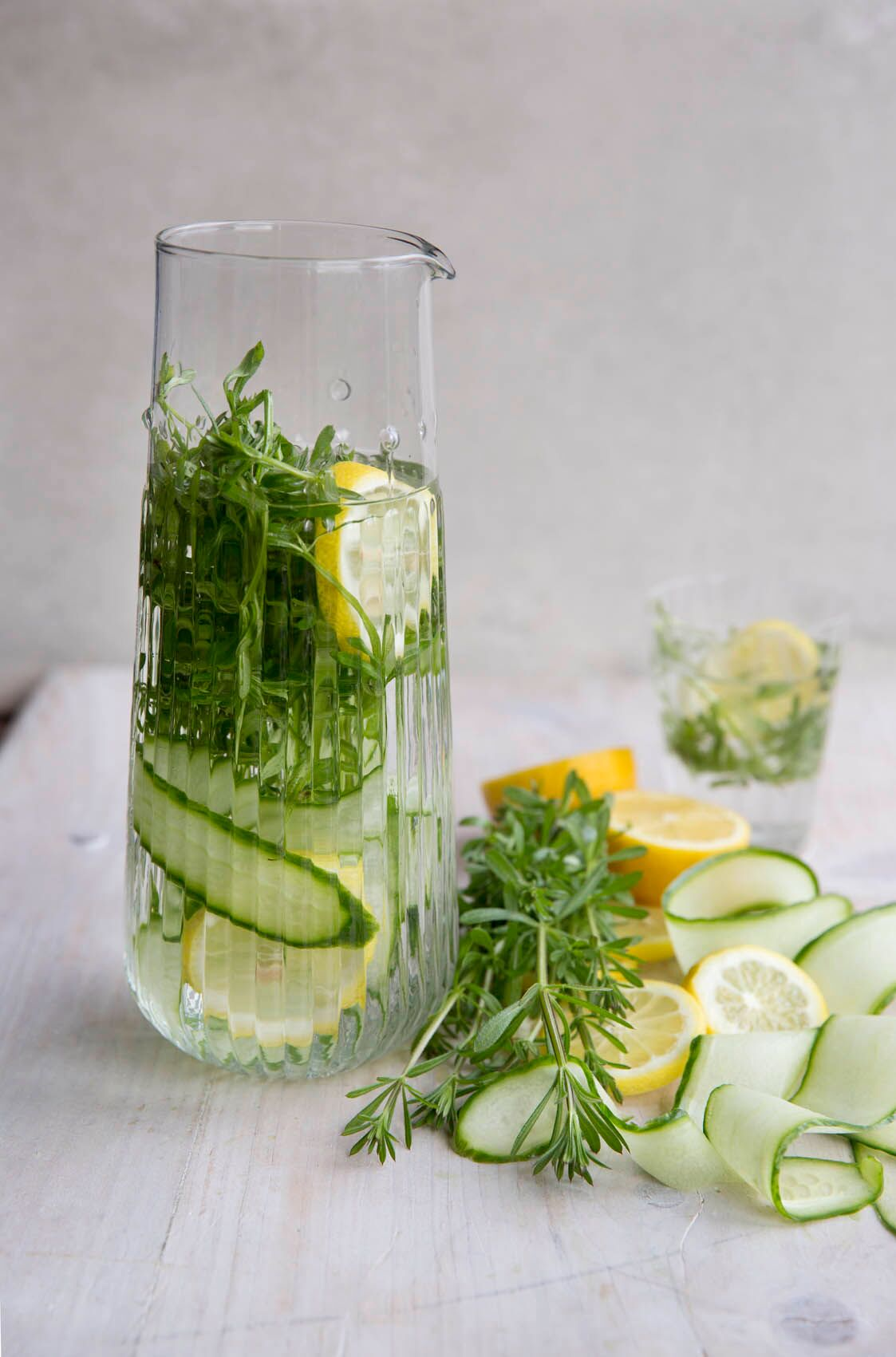Cleavers cold infusion, even better with lemon and cucumber (C) Kyle Books/Sarah Cuttle