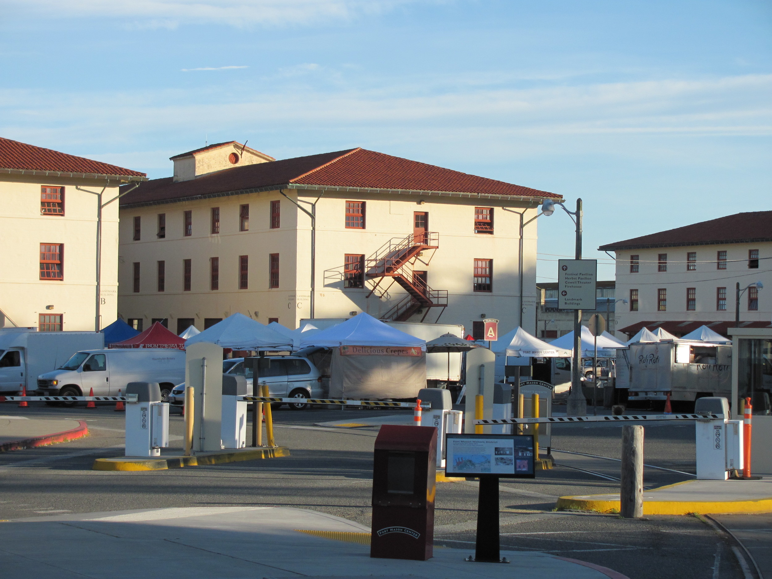 San Francisco: Farmers' Market setup at Fort Mason Center