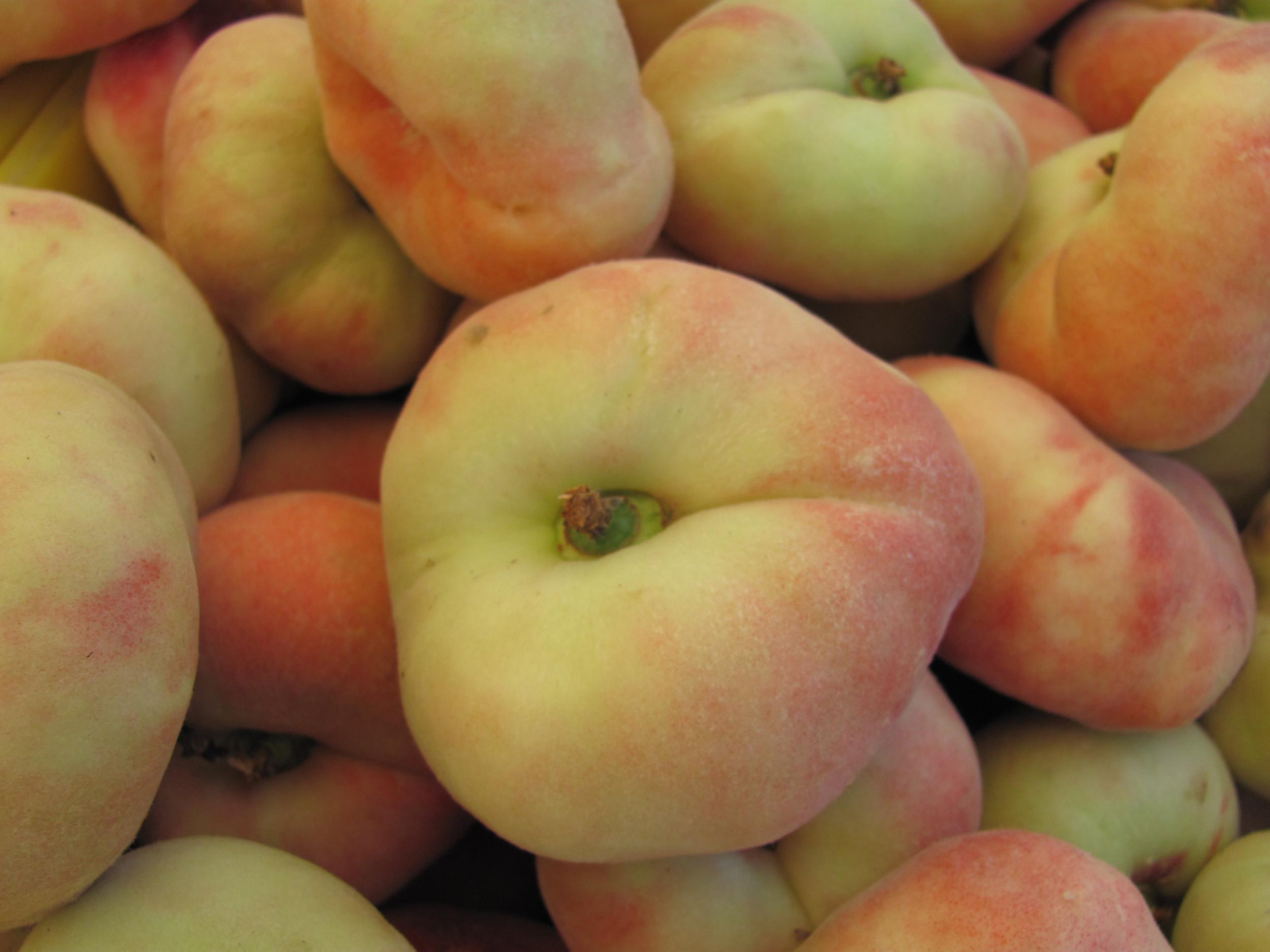 Saratoga Farmers Market donut peaches