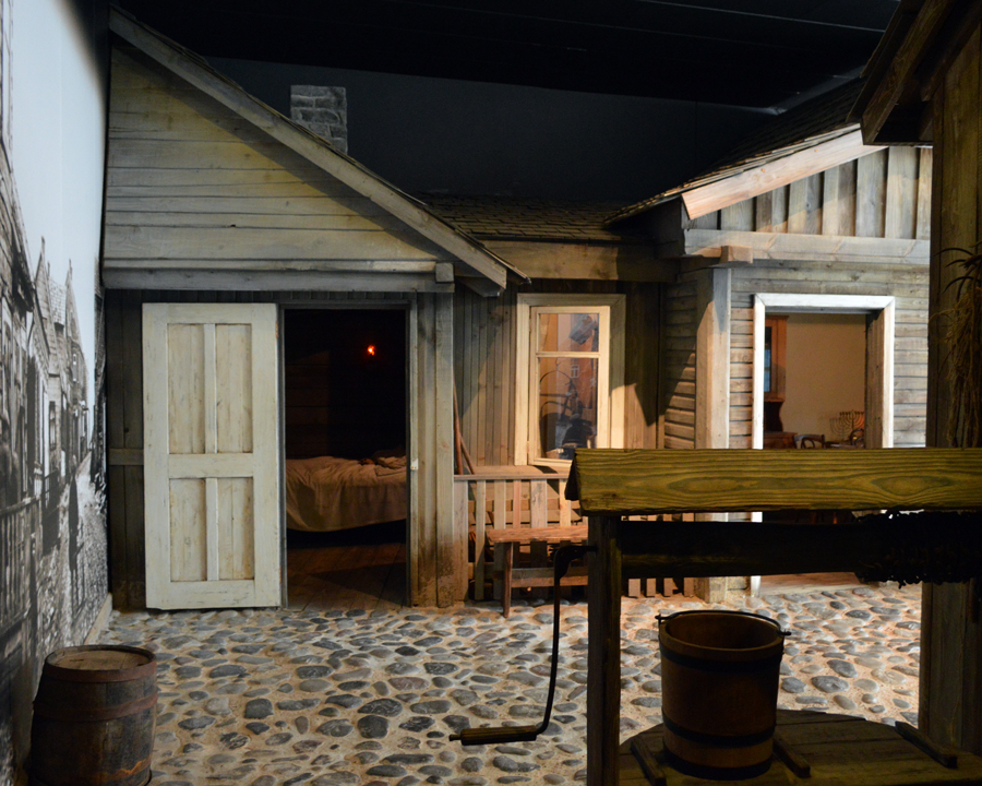 Reconstruction_of_a_shtetl_in_the_South_African_Jewish_Museum,_Cape_Town.png