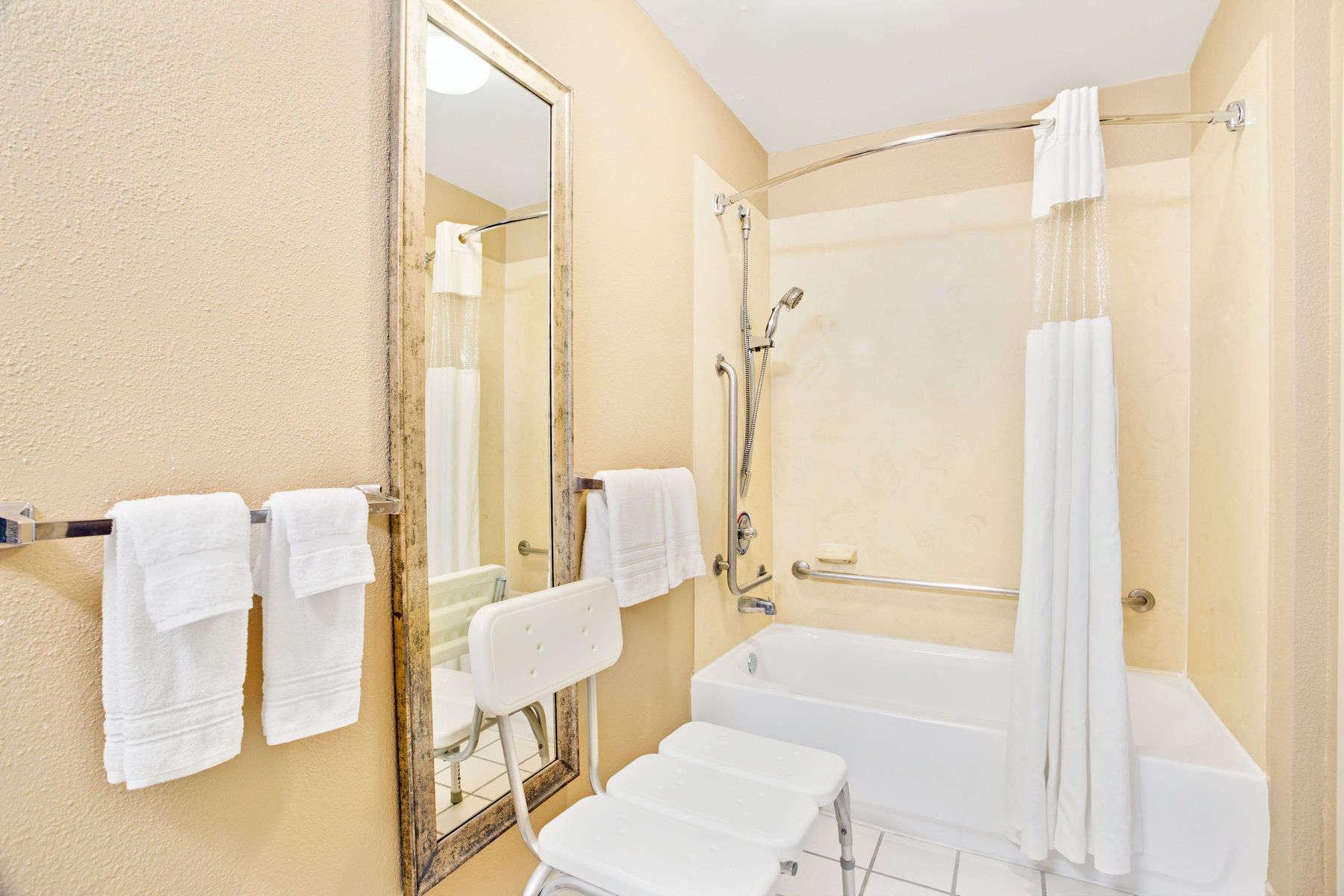 17833_guest_room_7.jpg