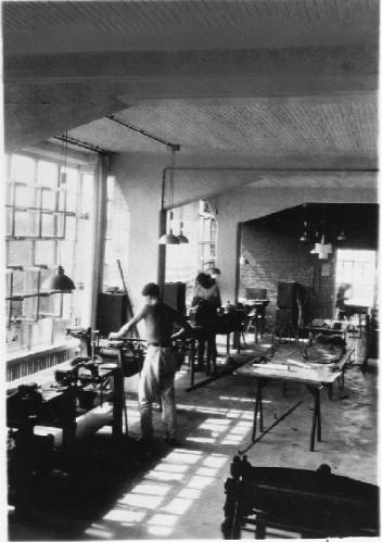 Inside Bauhaus metal workshop.png