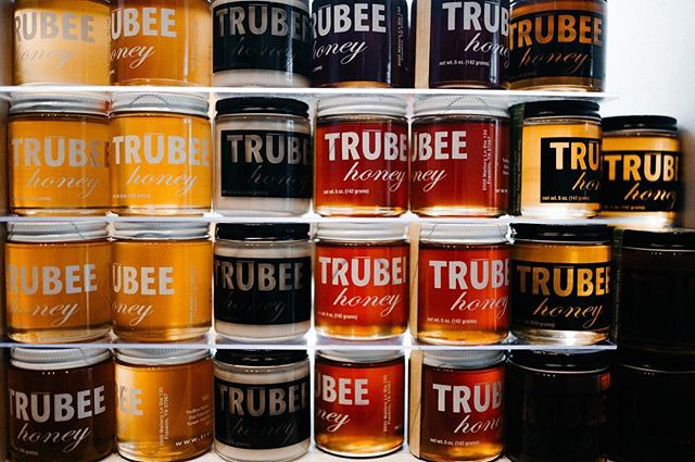 What do we love about Trubee honey? It's raw and unpasteurized  as nature intended 🍯 ✨ Your can find this selection at Star Provisions Market and Cafe. . #StarProvisions #EatWellLiveWell #FarmtotableAtlanta #GoodFood #EatWell #FarmtoTable #EatLocal #FreshMenu #LocalFlavor #LocalFarms #SouthernCuisine #Atlanta #ATL #AtlantaEats #ShopTheMarket #AnneQuatrano #CliffordHarrison