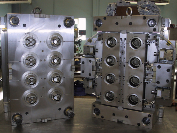 8 Cavity Injection Mould