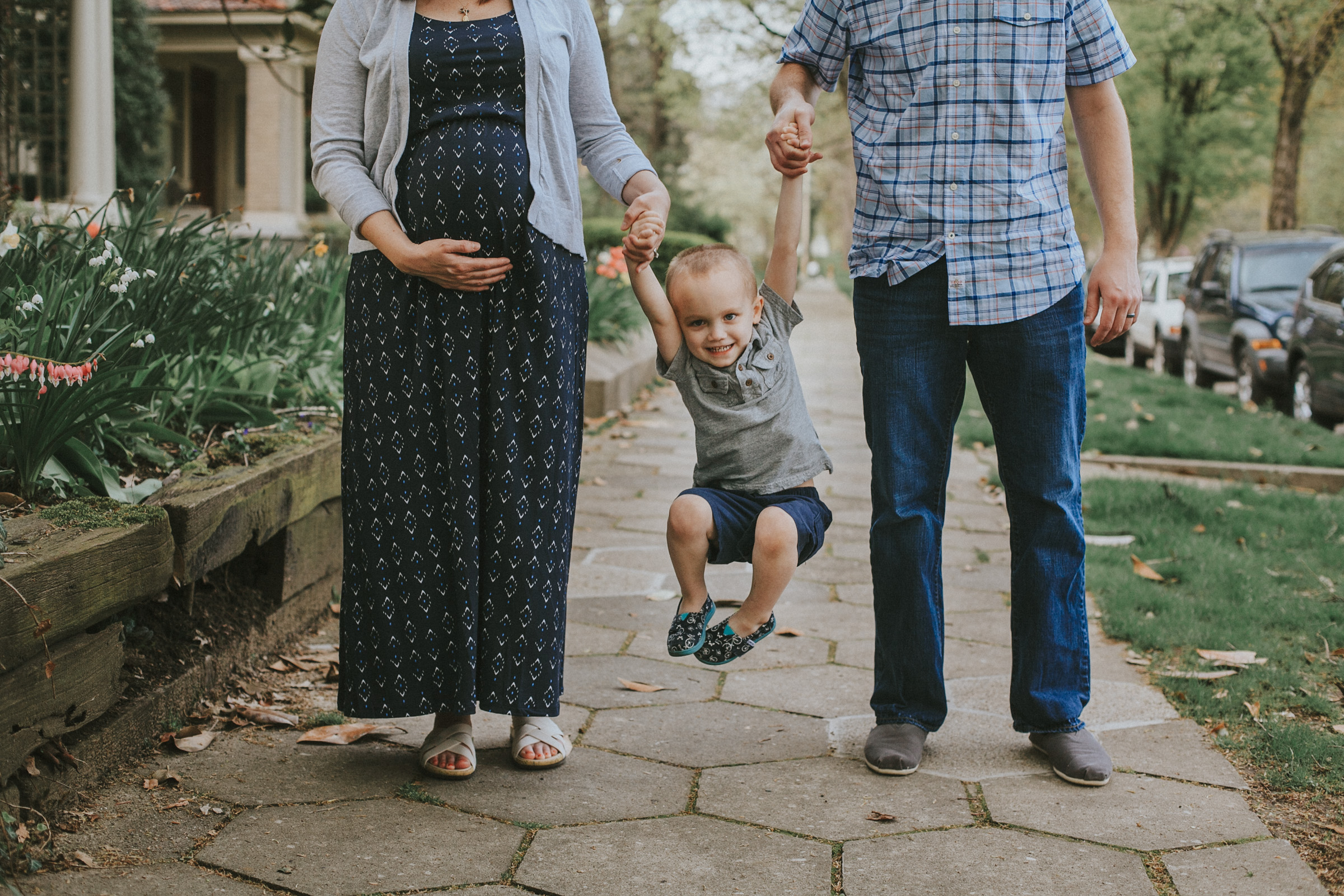 lifestyle family photo session in old louisville