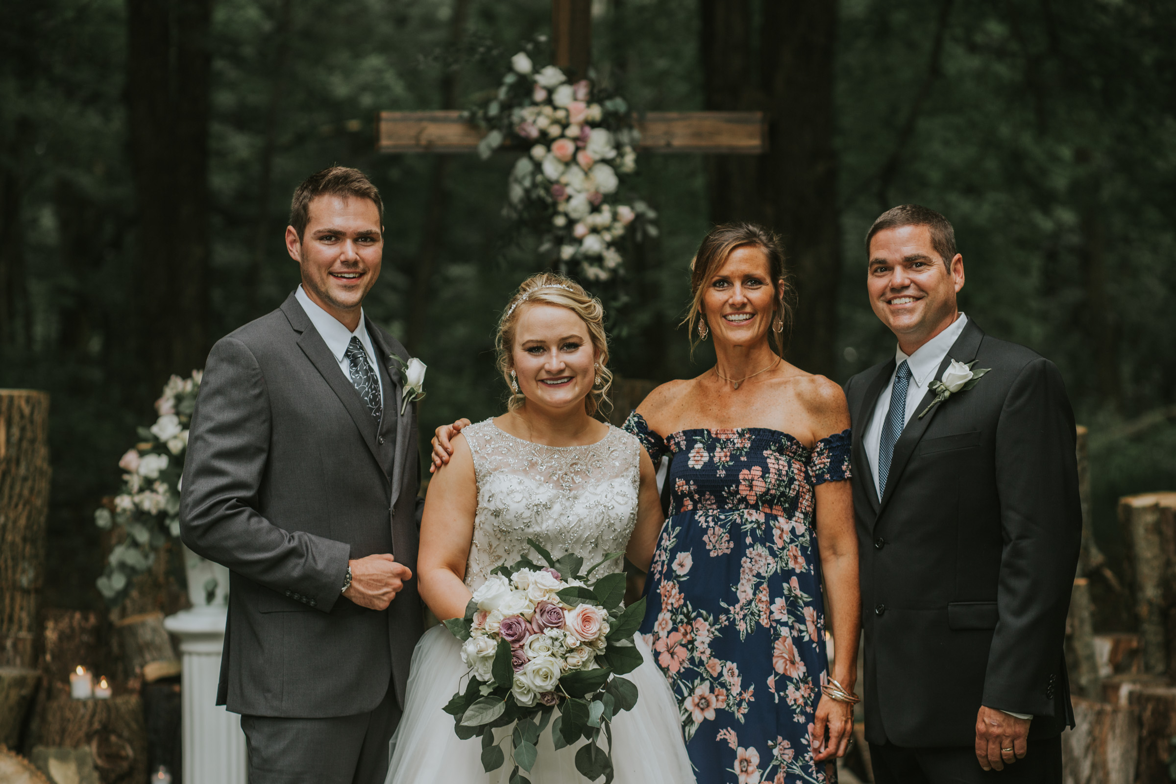 How to prepare for wedding day family portraits