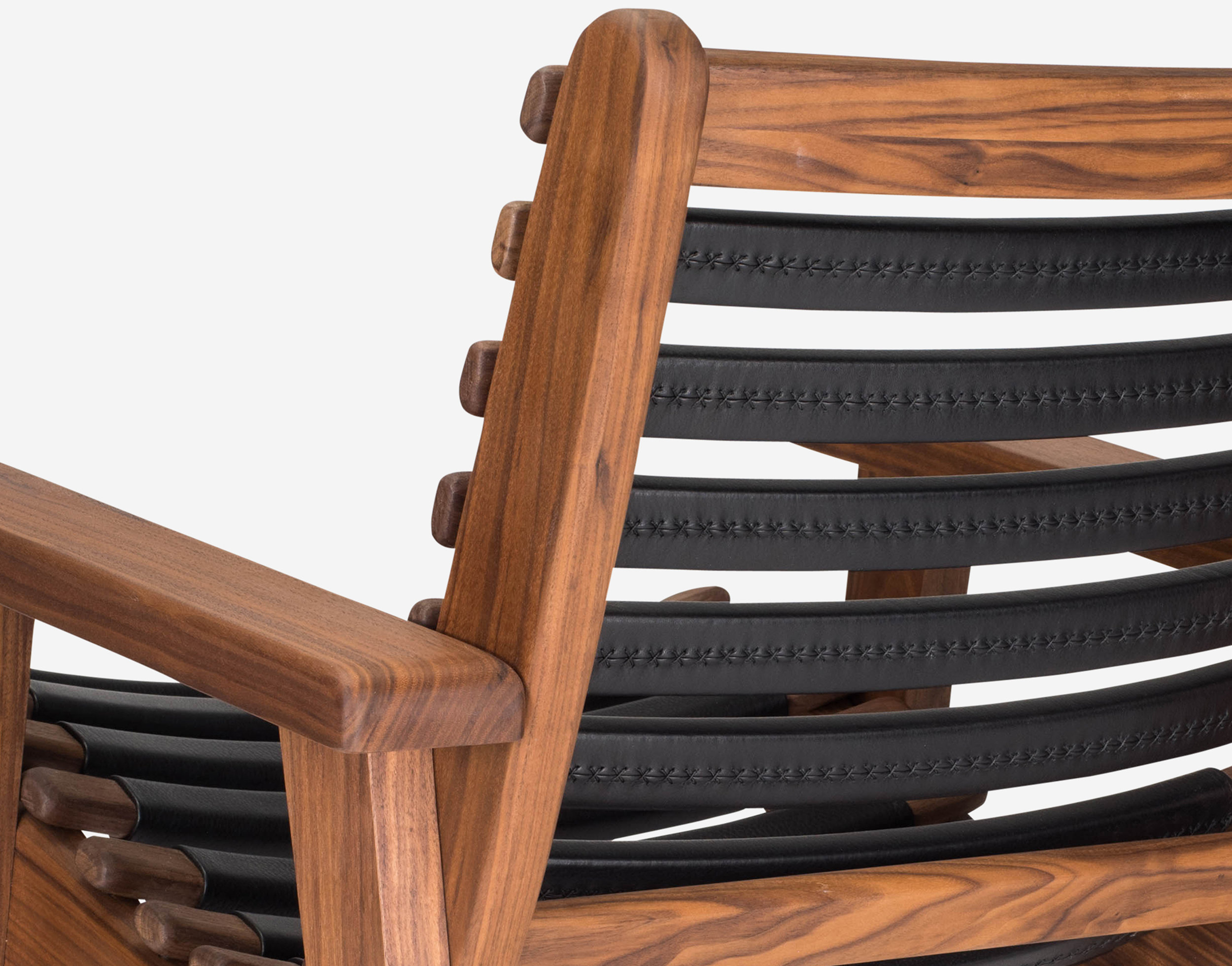 Luteca_MvB_San Miguelito-Armchair_Black-Leather_Walnut_BD-W.jpg