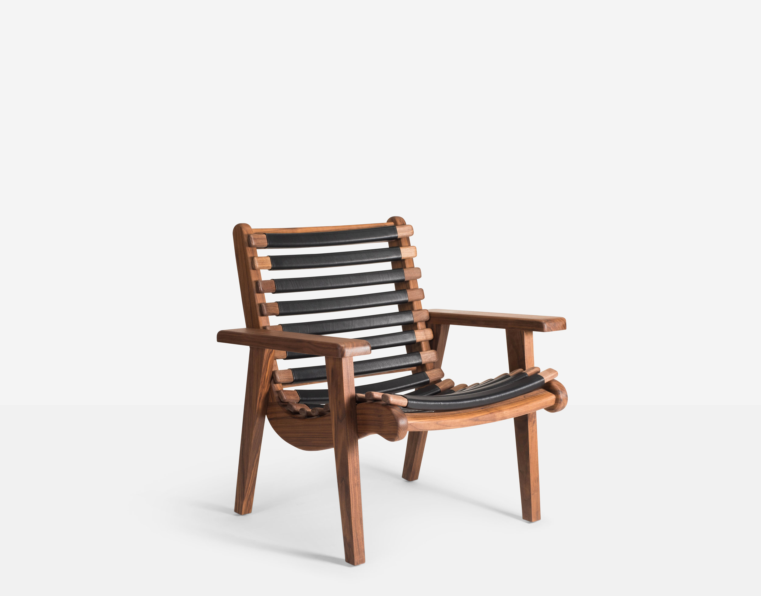 Luteca_MvB_San Miguelito-Armchair_Black-Leather_Walnut_FP-W.jpg