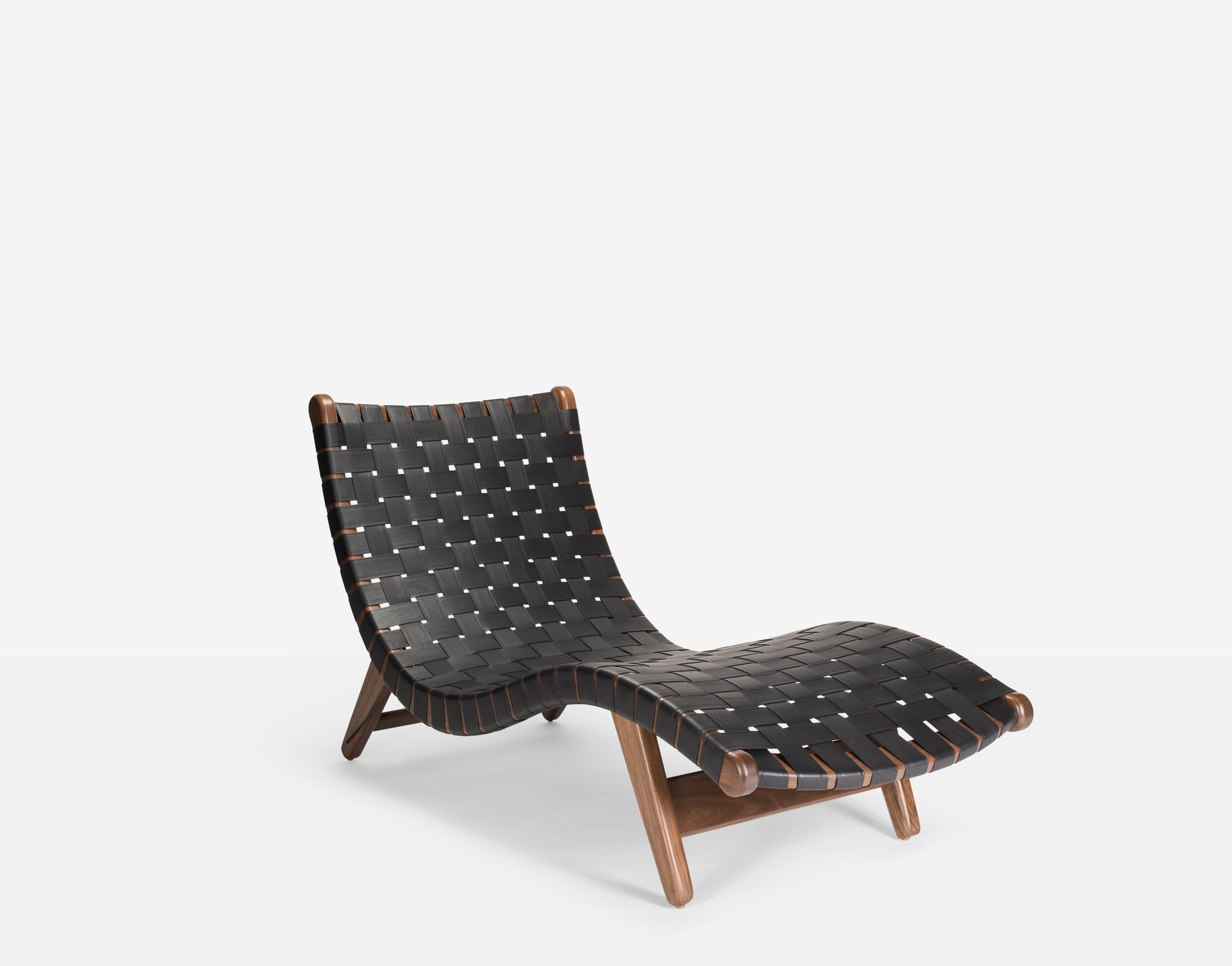 Luteca_MvB_Alacran-Chaise_Black-Leather_Walnut_FP-W1.jpg
