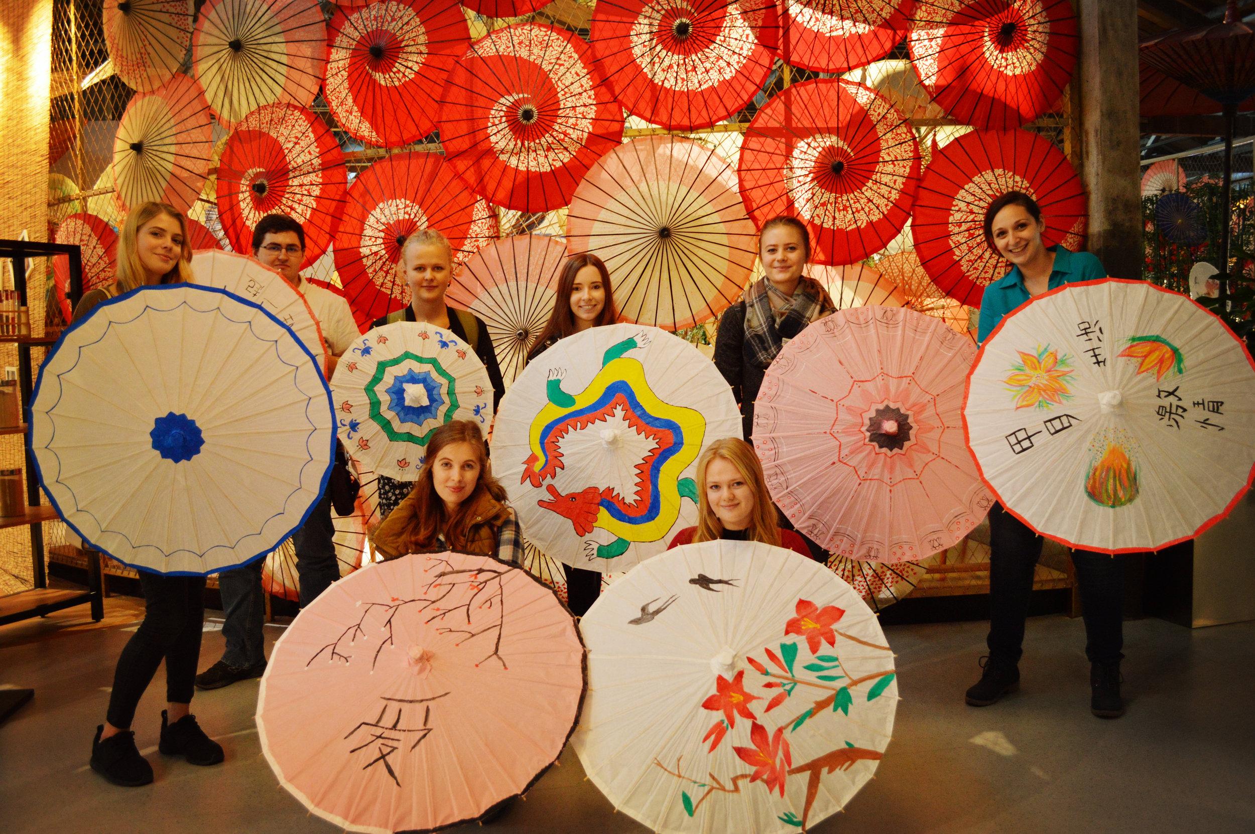 2016 culture class-Chinese umbrella.jpg