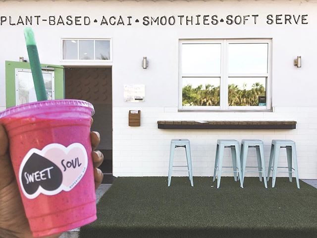 SMOOTHIES FOR YOUR SWEET SOUL💕 Located in South Tampa, @sweetsoulsoho has super delicious smoothies, bowls, and soft serve. With plant-based and dairy-free options, there is something for everyone! Their colorful and fun shop mimics their offerings. The Pink Dragon is probably one of the prettiest and tastiest smoothies I have ever had, with pitaya, pineapple, OJ, honey, & coconut milk ! -xx, @helloluci #localxTampaFL #outwithlocals
