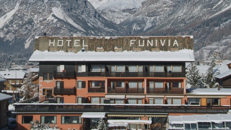 Hotel Funivia only 100m from the gondola!