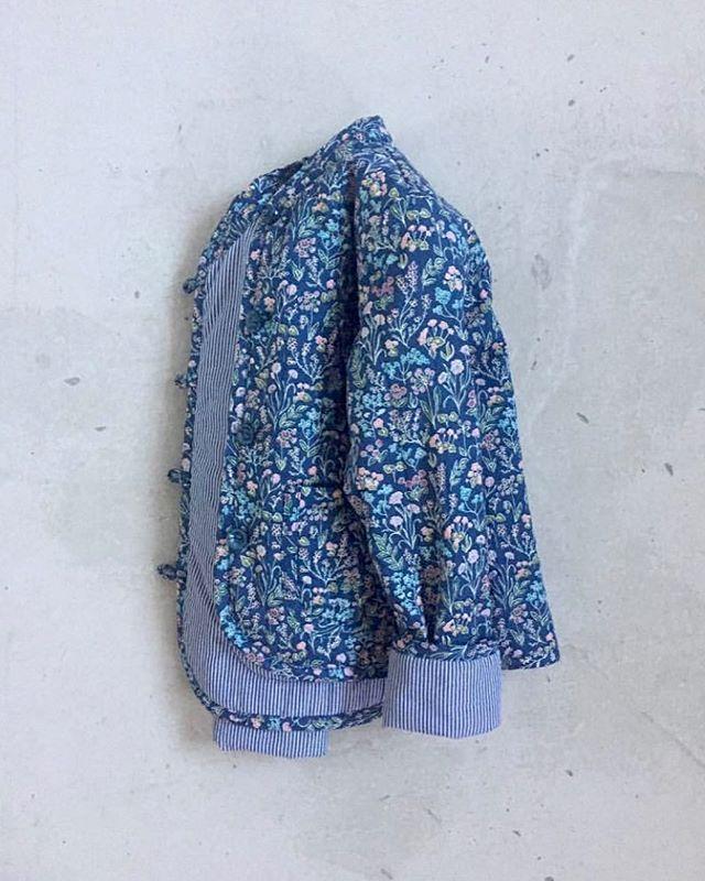 """Dejlig forårsjakke. Du kan sy den selv og jeg """"holder dig i hånden"""" hele vejen med en meget grundig vejledning. #marapyttapatterns #quiltetjakke #marapyttaquiltetjakke"""