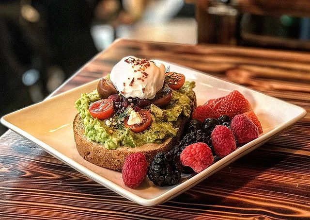 Exquisite Avocado Toast topped with perfectly cooked Poached Egg. 🥑 + 🍞 =😋 #poachedegg #avocadotoast #avocado #toast #🥑 #brunch #healthysnack #avocadolover #avocados #brunchfood #prettyfood #iloveavocado #ues #uppereastside #yorkvillenyc #themet #manhattanfood #foodie