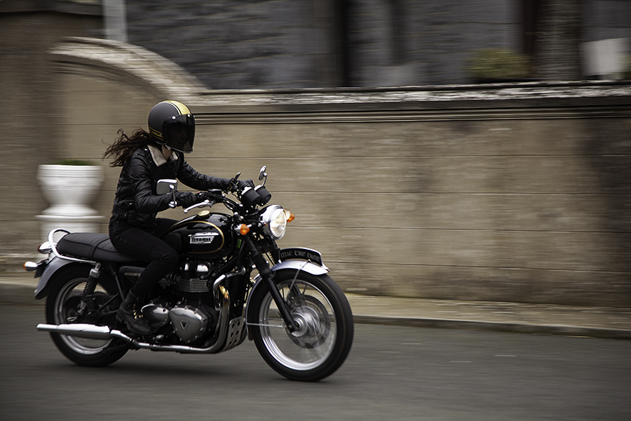 Kojii Helnwein on Triumph T100 SE by Cyril Helnwein_MG_6446 small.jpg