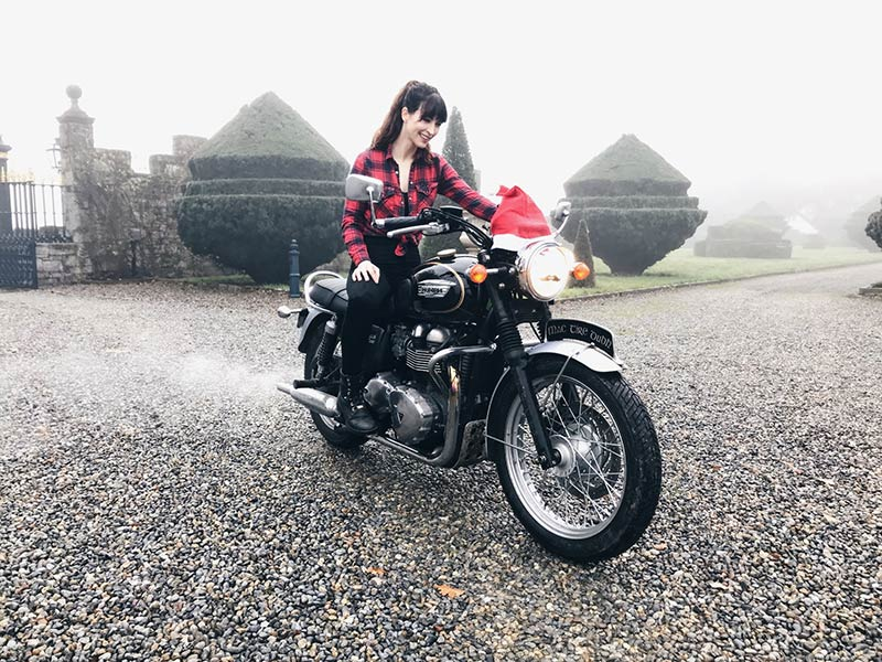 Kojii-Helnwein-on-Triumph-Bonneville-T100-with-Christmas-Hat-800x600.jpg