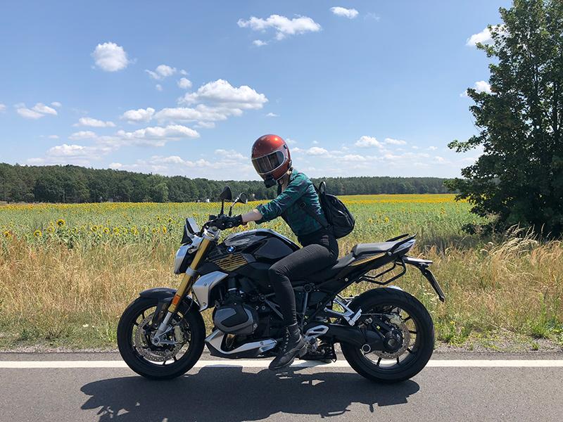 Kojii-Helnwein-on-BMW-r12502-at-Petrolettes-by-Ainjul_-2019IMG_7717-small.jpg