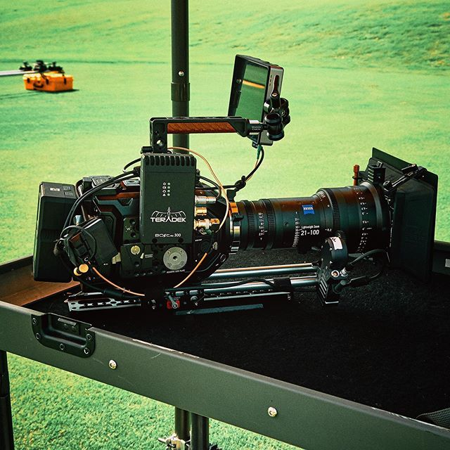 #ursaminipro ready for action on an @inovativ cart 🎥🎬 — — — #woodencamera #smallhd #teradekbolt #zeiss #zeiss21100 #kesslershuttledolly #inovativ #inovativcarts #ursamini #blackmagicdesign #brighttangerine #director #productioncompany #production #camerabuild #camera #lens #zoom #everyframecounts #yonderbluefilms