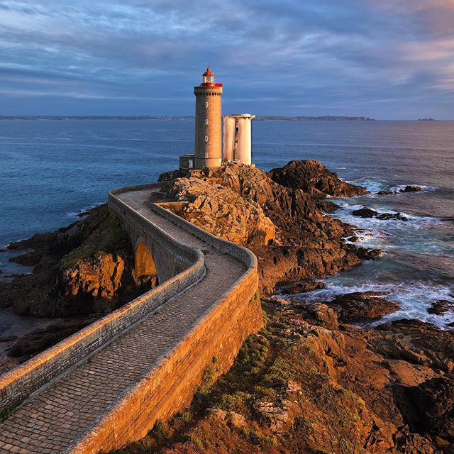This is the Phare du Petit Minou or the Little Cat's Lighthouse near Brest, Brittany. I haven't found out why it's called like this, but I sure like the name. . . . . . . .  #francefr#visitfrance #travelfrance #instafrance #jaimelafrance #beautifulfrance #topfrancephoto #beautifuldestinations #liveoutdoors #discoverearth #teamcanon @iroise.bretagne #finisteretourisme#brittany#bzh #bretagnetourisme#iroisebretagne #breizh#fandebretagne#visitBritanny #merdiroise #jaimelabretagne#bretagne_focus_on#destinationbretagne #bestofbretagne#myfinistere#paysdiroise #pharedupetitminou #fortdupetitminou #plouzane