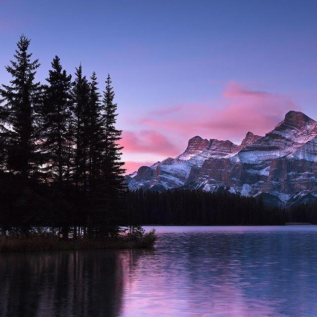 Two Jack Lake, Banff . . #twojacklake @banff_lakelouise #nature #sunrise @visit.banff #banff #alberta #ohcanada #oh_canada#canadaday #ig_canada#igcanada #snapshot_canada#tourcanada #enjoycanada #unlimitedcanada#explorecanada #canadiantraveller #lifeincanada #canadaonline #imagesofcanada #authentikcanada#canadiancreatives #teamcanon #wildernessculture #liveoutdoors #discoverearth #modernwild #thegreatoutdoors