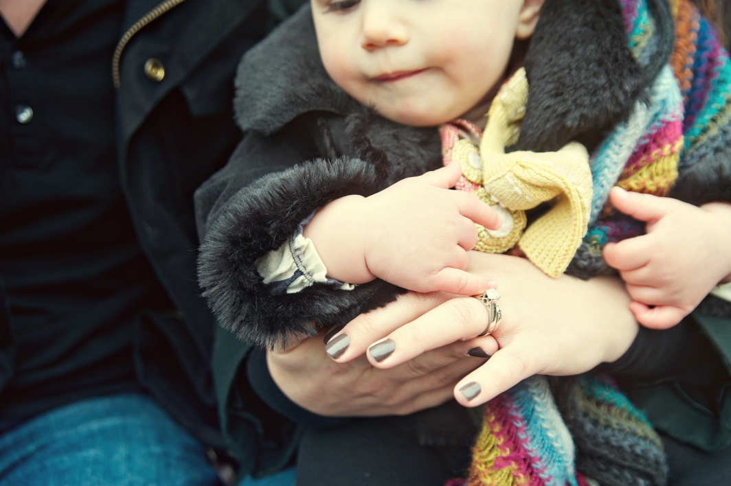 baby_mommy_hands_Issaquah_Pickering_barn.jpg