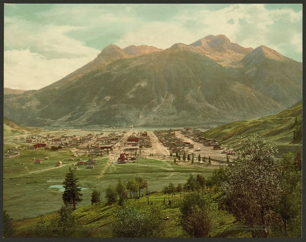 Mining Town.  Silverton lying below Sultan Mountain, 1901. (Photo: Detroit Photographic Co.)