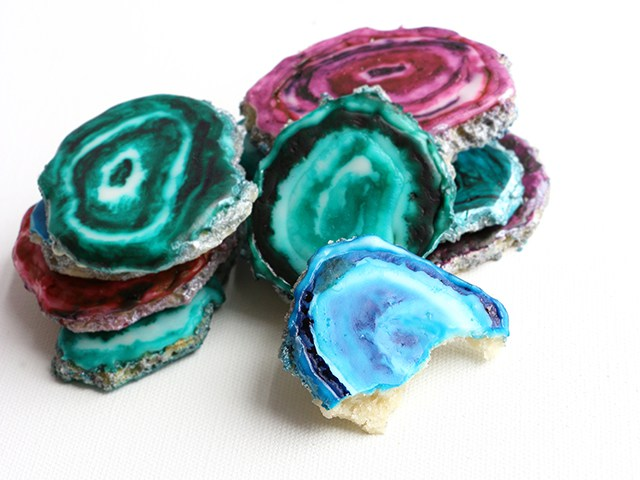 """Recently, the U.S. television program  Today  featured on its food blog  """"Wedding cakes that rock!""""  (Our readers will recall the  geode cake  we posted in our February newsletter.)  Today  also featured agate-lookalike cookies (above), the creation of Alana Jones-Mann, who provides  step-by-step instructions  on how to do it yourself. Yum!"""