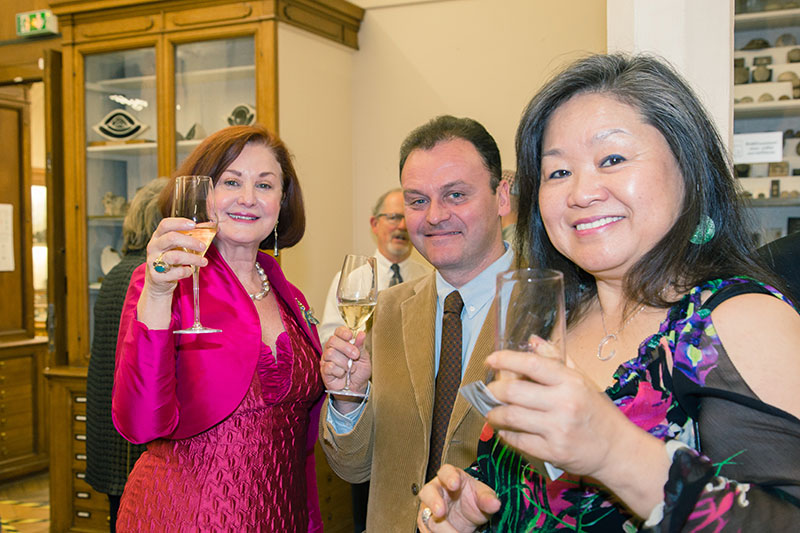 The opening of  Illuminations: Earth to Jewel  attracted dozens of Paula Crevoshay's friends, such as Ceci Wong, right, as well as museum curators Jean-Claude Boulliard of the Sorbonne and Cristiano Ferraris of the Muséum national d'Histoire naturelle, center. (Photo: Thibaud Vaerman, MINES ParisTech)