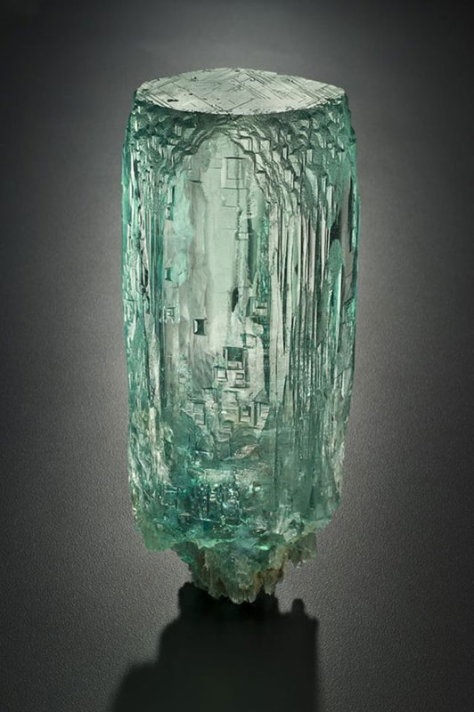 An aquamarine crystal from the collection of Eugene and Rosalind Meieran. (Photo courtesy Yale University)