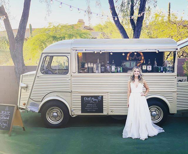 I just Love brides and trucks! 💍❤️💍❤️#theoriginal #theduchess #weddingtruck #weddingbar #cocktailtruck #arizonafoodtruck #winetruck #champagnetruck #az #arizona #scottsdale . #napafoodtruck #napaweddingplanner #sonomaweddingplanner #sonomafoodtruck #foodtruckwedding #californiafoodtruck #californiafoodtruckwedding #bayareaweddjng #bayareafoodtruck #arizonafoodtruck #arizonafoodtruckwedding #winetruck #napafoodie #arizonafoodie #foodie