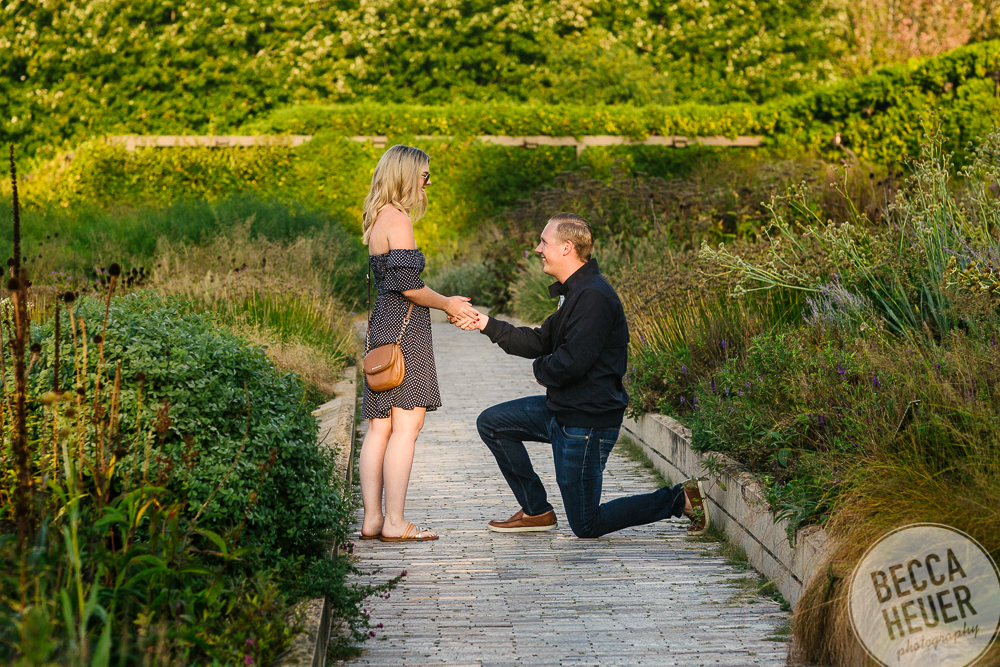 North Avenue Beach Engagement_BLOG-004.jpg