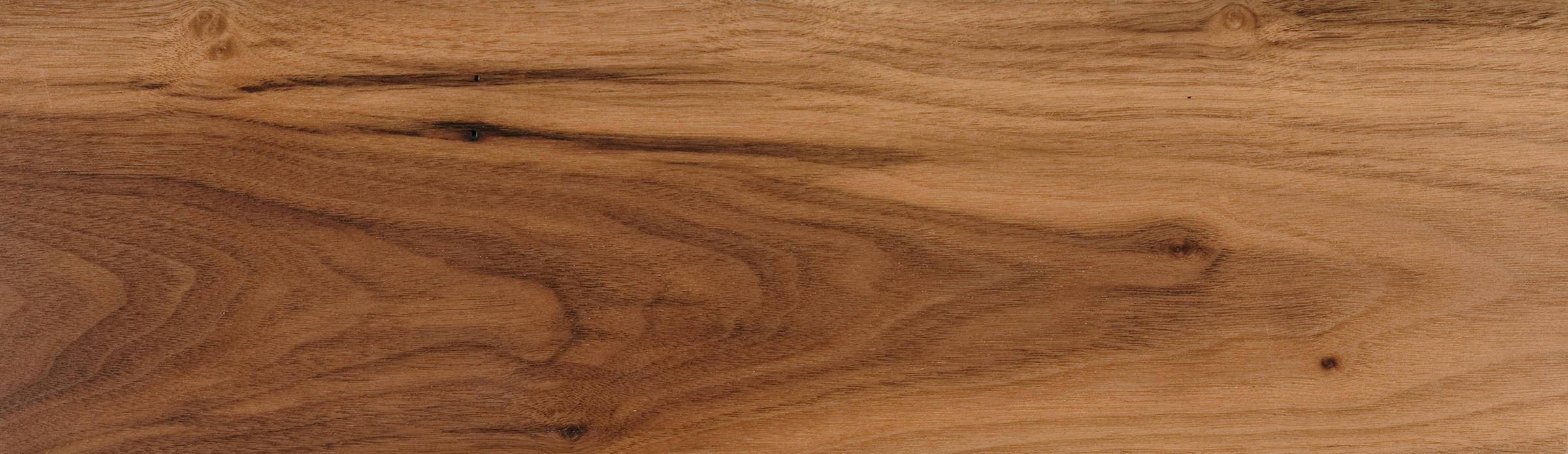 A favourite amongst craftsmen, American Walnut has a rich chocolate brown colouring that sometimes throws a streak of deep purplish brown. The grain is generally straight, occasionally displaying a curly or wavy pattern.