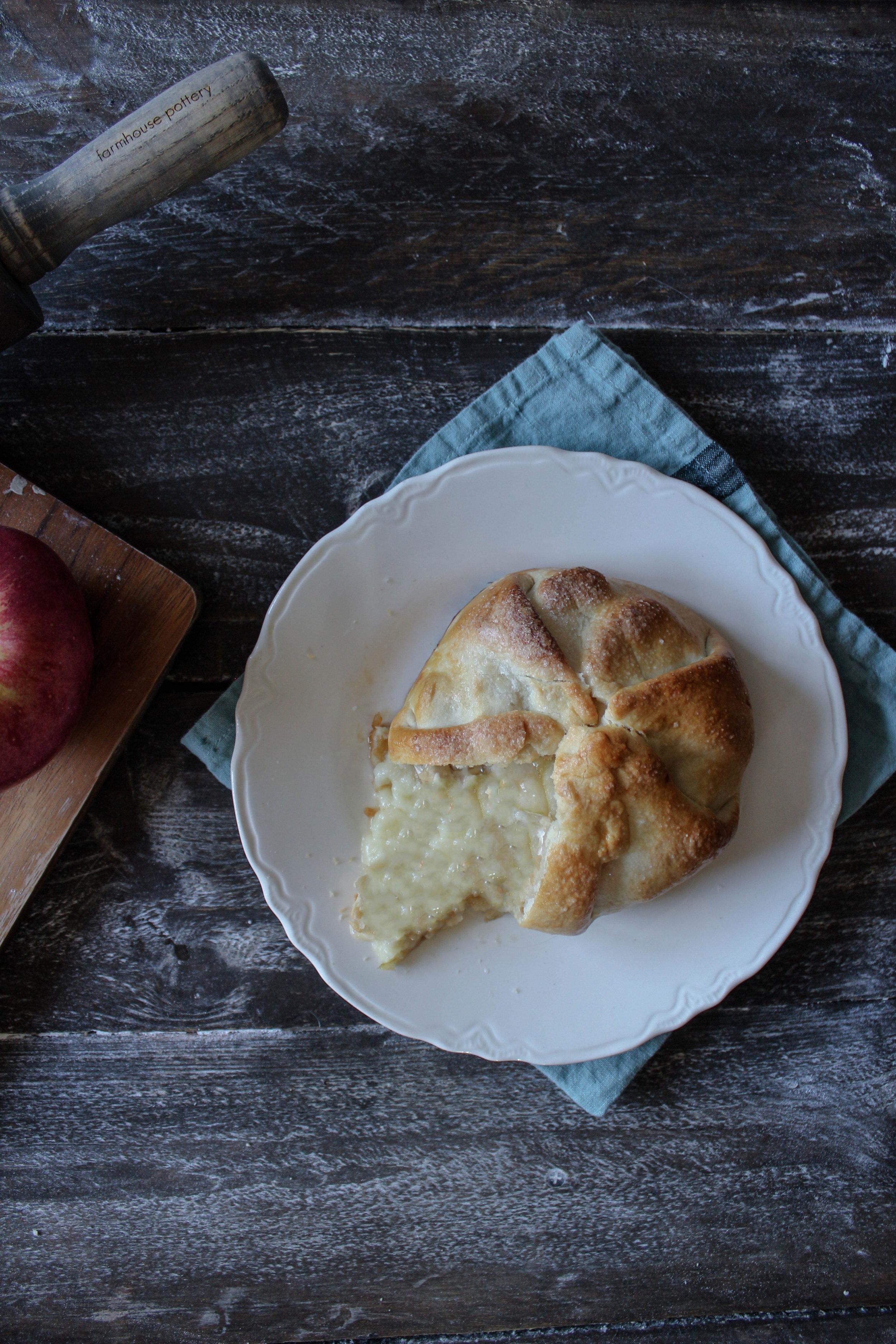 Caramel Apple Brie en Croute