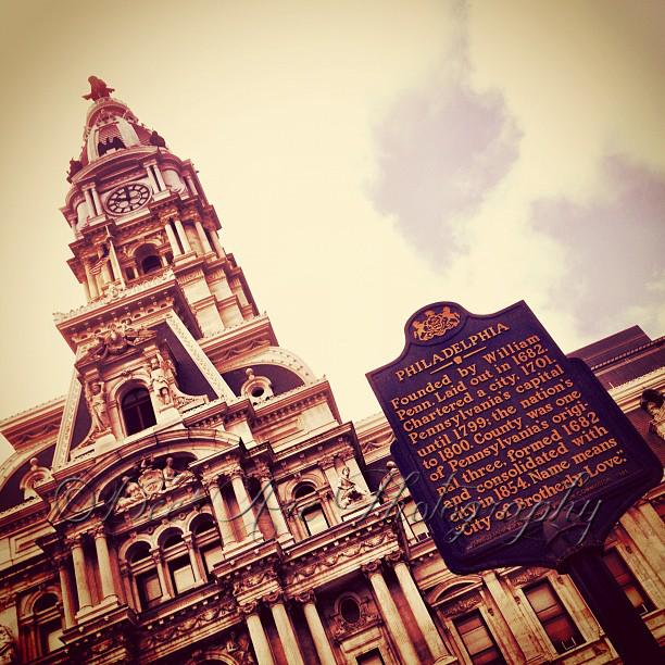 Philadelphia Sign City Hall.jpg