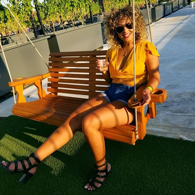 Sunday's are for 🍷 🤗🍃 . 📷: @yo_karii