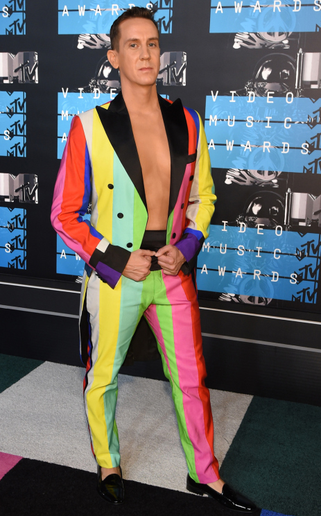 jeremy-scott-vma-red-carpet-2015