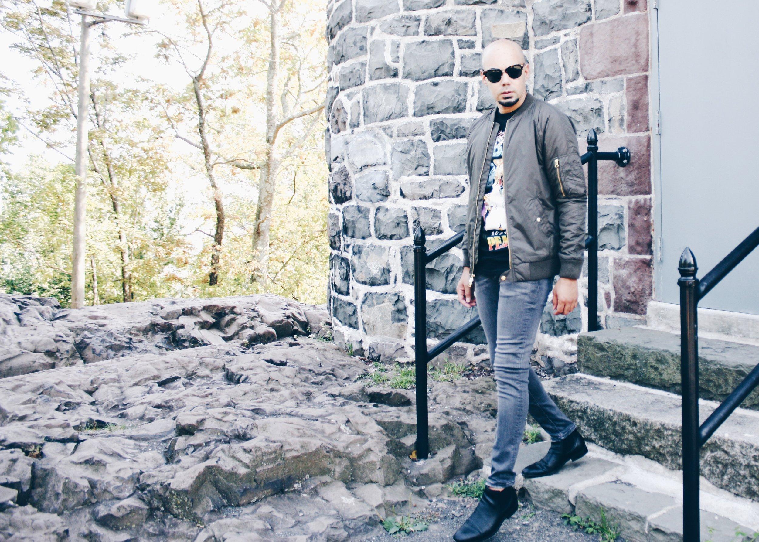 sam-c-perry-vintage-band-tshirt-skinny-jean-stairs.jpg