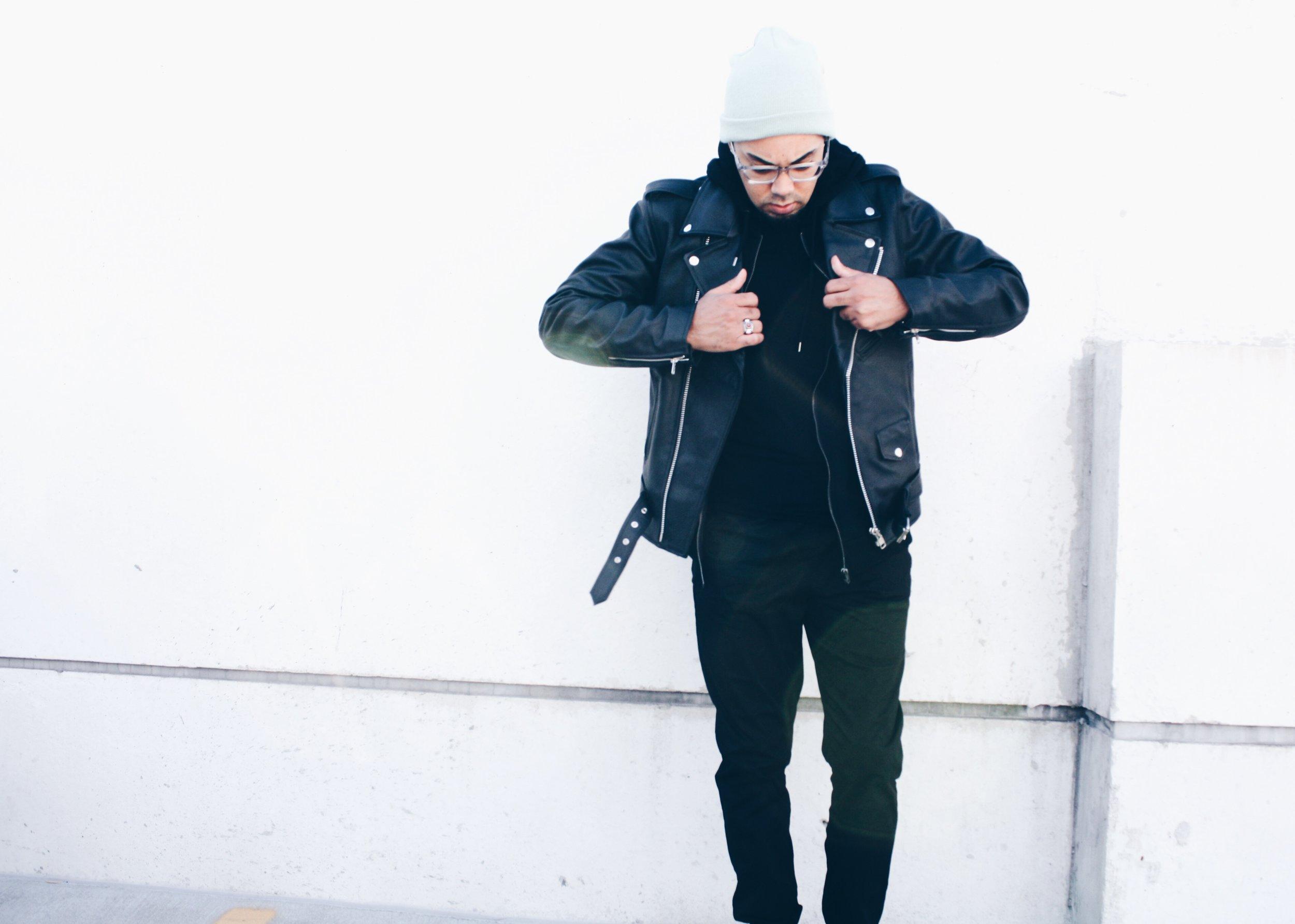 sam-c-perry-leather-jacket-black-hoodie-pull.jpg